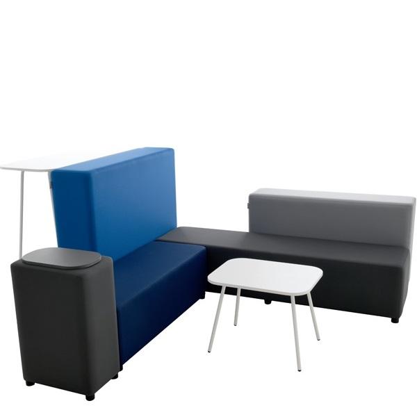 Zestaw siedzisk blocco o nowoczesnym kształcie w odcieniach niebieskiego